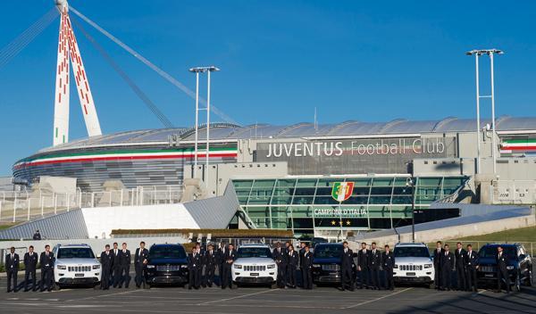 Los jugadores de la Juventus con sus Jeep Grand Cherokee