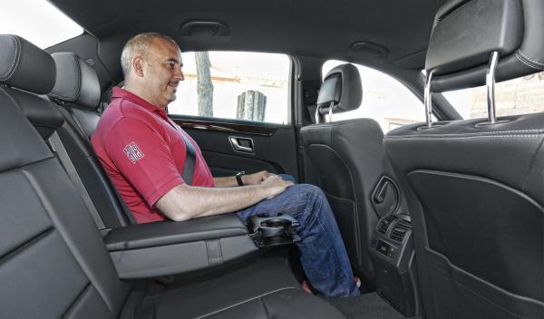 Mercedes Clase E 2013 asientos traseros
