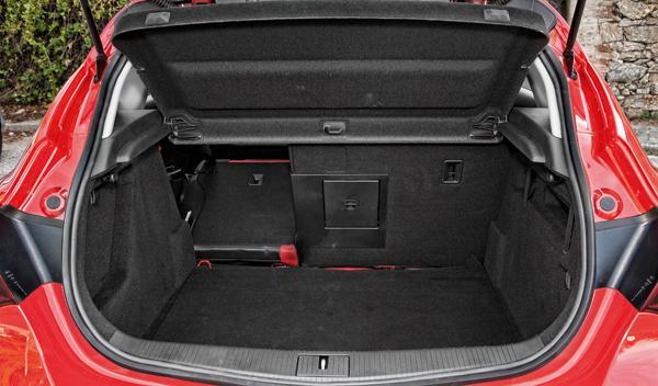 Opel Astra BiTurbo maletero