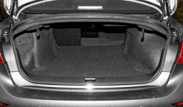 Infiniti Q50 2.2d maletero