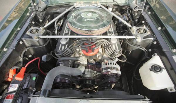 Ford Mustang Fastback Bullit motor