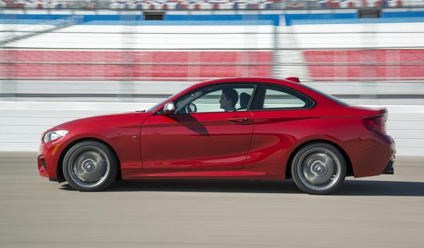 BMW M235i lateral