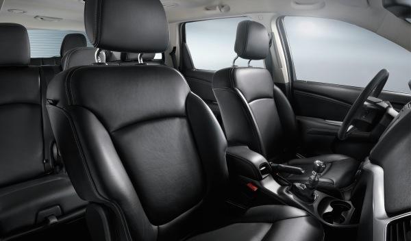 Fiat Freemont Black Code interior
