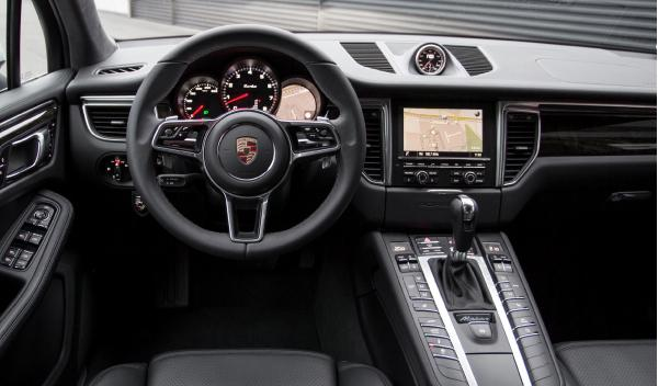 Porsche Macan Turbo interior