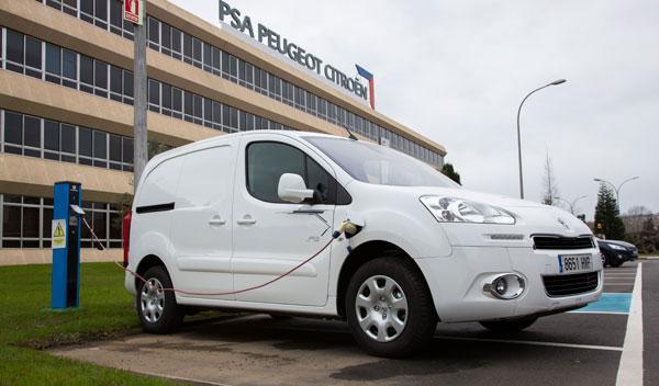 El Peugeot Partner Electric puede recargarse al 80% en modo rápido en 30 minutos