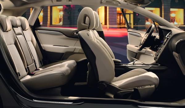 En la dotación de serie se incluyen seis airbags