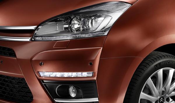 Las luces diurnas tipo LED ya aparecen en ambas carrocerías