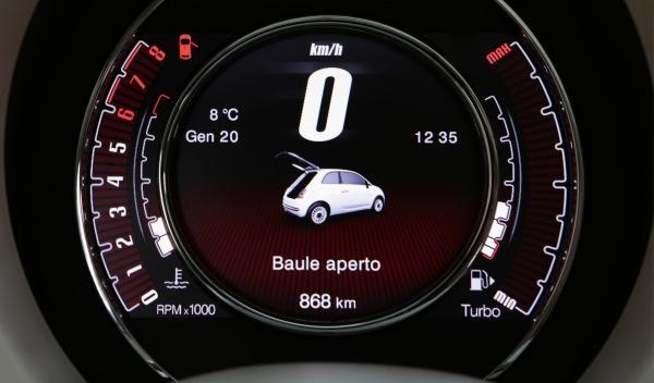 El cuadro del Fiat 500 Cult también indica cuándo cambiar de marcha
