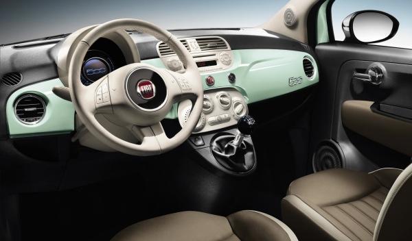 El interior del Fiat 500 Cult mantiene una marcada estética retro