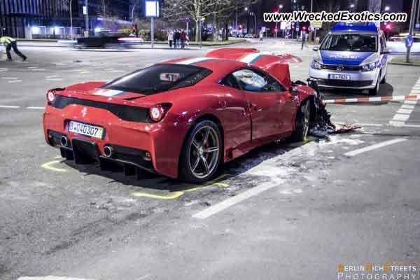 Ferrari 458 Speciale destrozado lateral