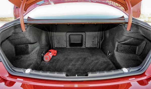 BMW M6 Coupé maletero