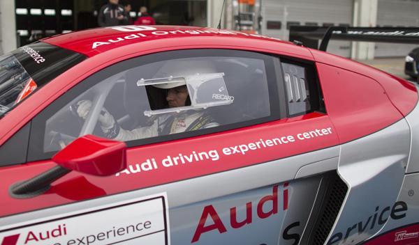 Felix Baumgartner piloto Audi R8