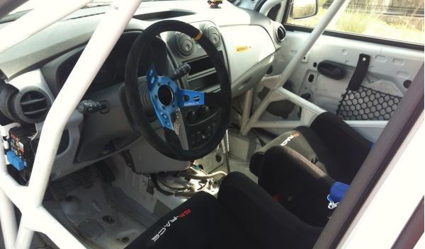Prueba-Dacia-Sandero-Rally-Cup-pasaporte-faros-interior