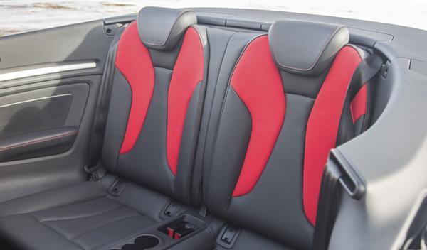 Audi S3 Cabrio asientos traseros
