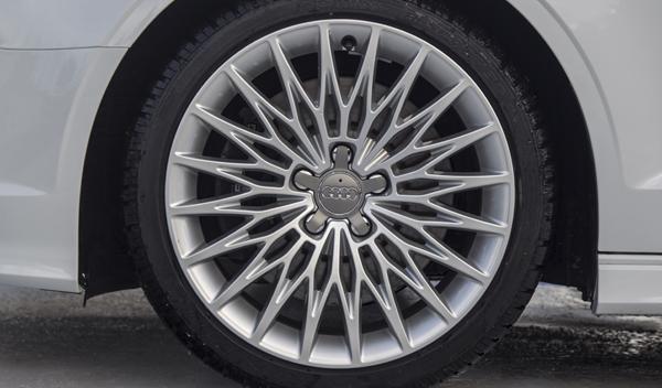Audi S3 Cabrio llantas