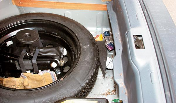 limpieza del coche rueda de repuesto