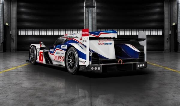 Toyota-TS040-Hybrid-Le-Mans-2014-trasera