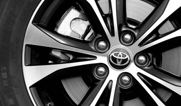 Toyota RAV4 120D Advance 20 Aniversario llantas