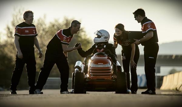 Honda Mean Mower: ¡el cortacésped más rápido del mundo! 3