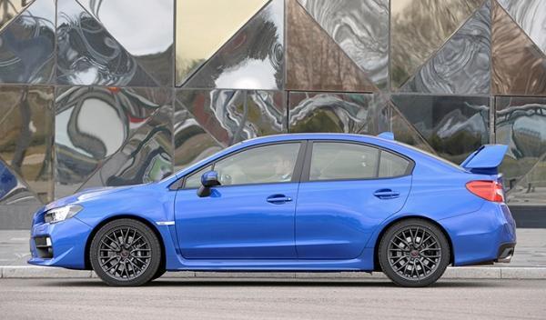 Lateral del Subaru WRX STI