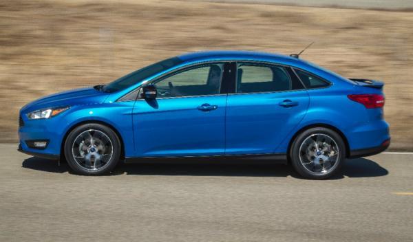 Ford Focus Sedan 2014 lateral