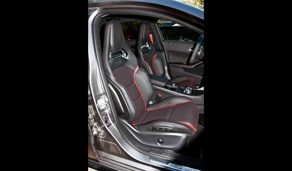 Mercedes A 45 AMG asientos