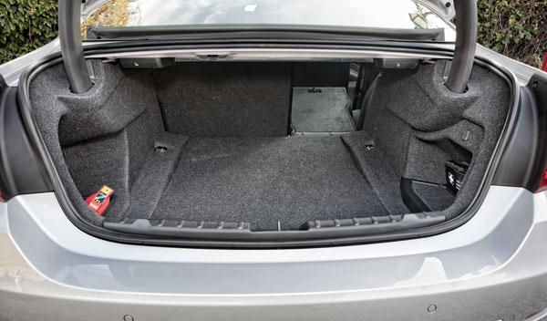 BMW 420d maletero