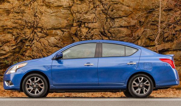 Nissan Versa Sedan lateral
