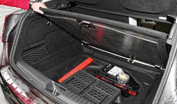 Mercedes GLA 220 CDI 4Motion hueco bajo el maletero
