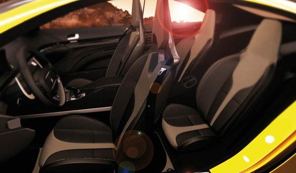 En el nterior del Renault Fuego cabrían 2+2 ocupantes