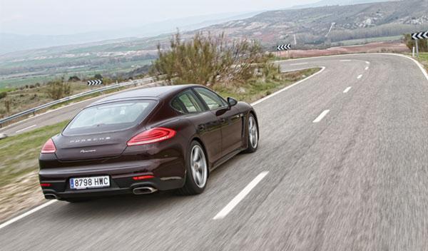 Trasera del Porsche Panamera Diesel