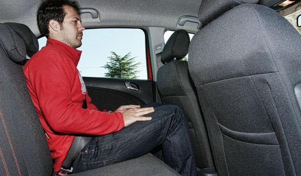 Opel Corsa 1.4 T plazas traseras