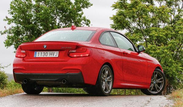 BMW-M235-trasera