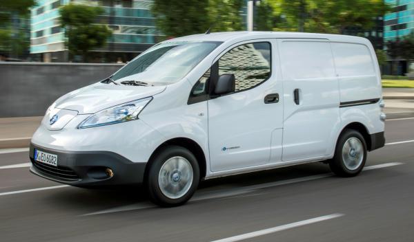 Nissan-EV-N200-apertura