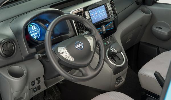 Nissan-EV-N200-salpicadero