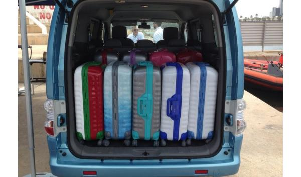 Nissan-EV-N200-maletas