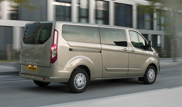 Ford Tourneo Custom trasera