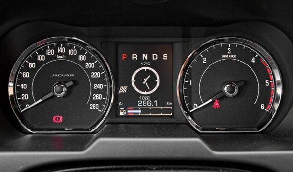 Cuadro de mandos del Jaguar XF 3.0D S 2014
