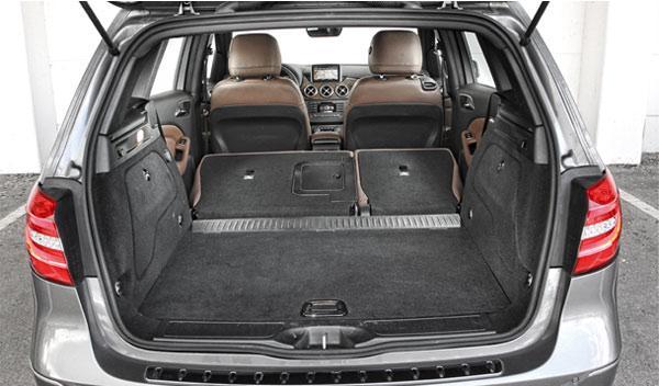 Asientos cómodos en el interior del Mercedes