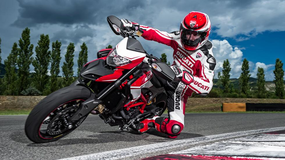 Ducati Hypermotard SP 2015 curva