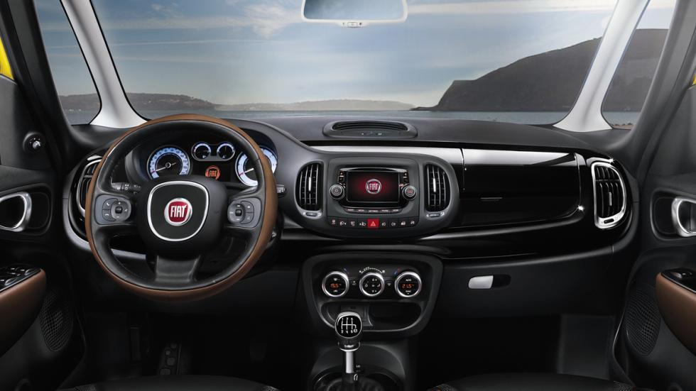 Fiat 500L Trekking Lite interior