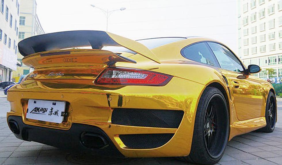Porsche 911 bañado en oro