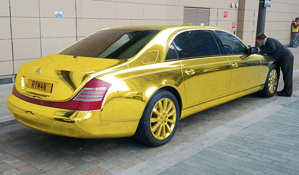 Mercedes Clase S bañado en oro