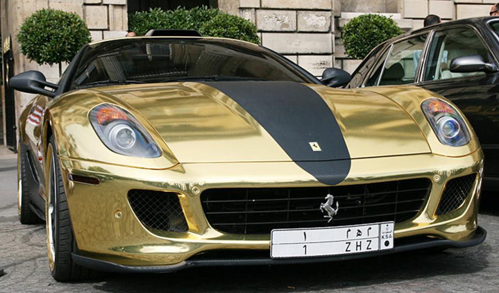 Ferrari 599 GTB bañado en oro