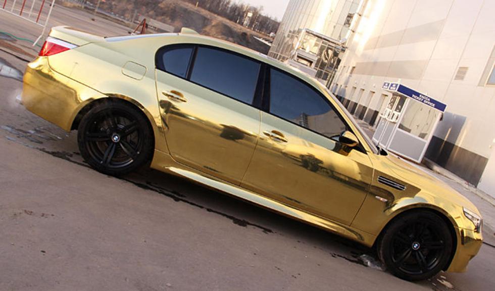 BMW Serie 5 bañado en oro