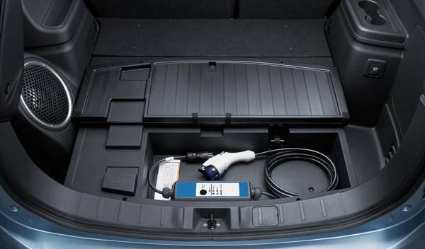 El cable de carga del Mitsubishi Outlander PHEV puede guardarse en el maletero