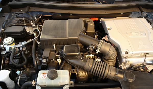 El Mitsubishi Outlander PHEV tiene tres motores: dos eléctricos y uno normal