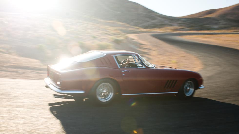 El Ferrari 275 GTB/4 tiene un motor V12 de 3.286 cc