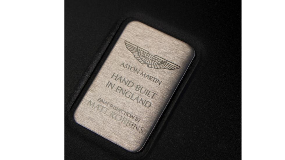 aston-martin-vanquish-placa