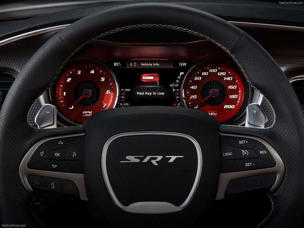 Dodge Charger SRT Hellcat 2015 detalle llave roja